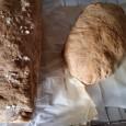 Buongiorno a tutti! Qualche settimana fa ho pubblicato sulla pagina facebook la fotografia del mio pane fatto in casa appena sfornato e mi è sembrato che sia piaciuto molto. Eccovi, […]