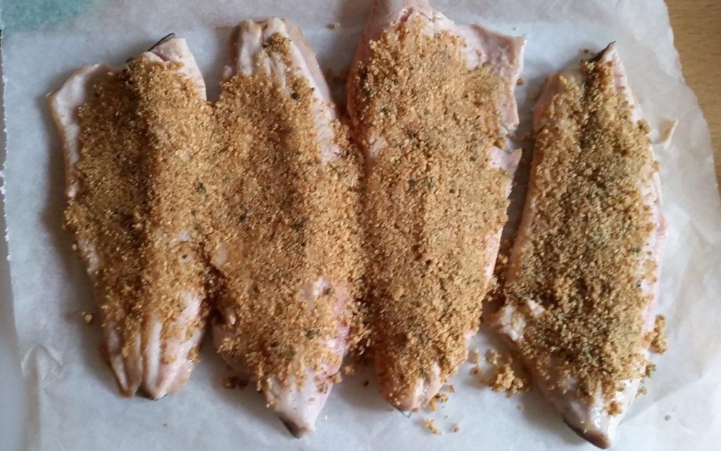 preparazione filetti di trota salmonata al basilico gratinati al forno