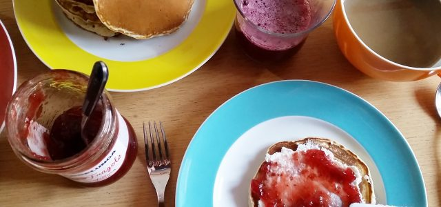 La ricetta di oggi è perfetta per preparare una colazione sana o un bel brunch domenicale e si tratta di pancake vegani. Rispetto alla ricetta con uova, questa è molto […]